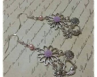 Pair of earrings with Swarovski pearls, resin flowers and charms