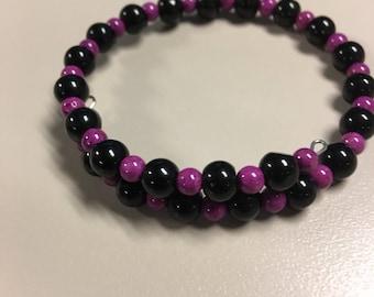 Black and fuschia beaded bracelet