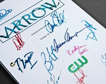 Arrow TV Script with Signatures / Autographs Reprint DC Unique Gift Present Film Movie Fan Arrowverse Stephen Amell Olicity