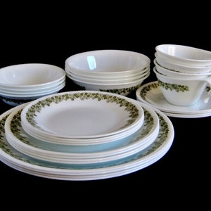 Corelle Livingware Dishes Crazy Daisy Spring Blossom White Avocado Green  Flower small plates luncheon plates dinner