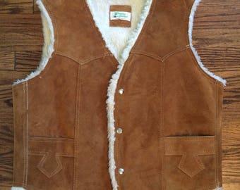 Vintage boho 1970's Men's or women's leather sherpa lined vest. Size large