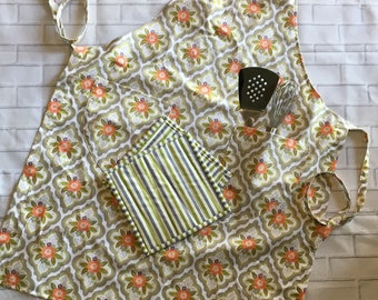 FREE SHIPPING, Apron and Hot Pad Set, Hot Pad and Aprong Set, Adult Apron, Vintage-like Apron, Hot Pads, Housewarming Gift, Gift Under 20