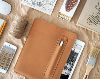 iPad Pro 10.5 inch leather cover. iPad Pro and Apple Pen holder. iPad leather case. Light brown color. ROUGH
