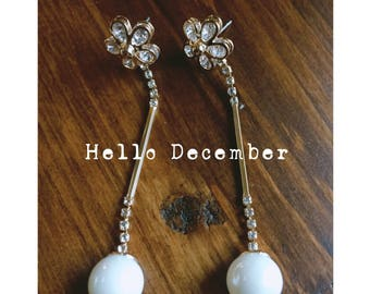 Flower pearl drop gold dangle earrings