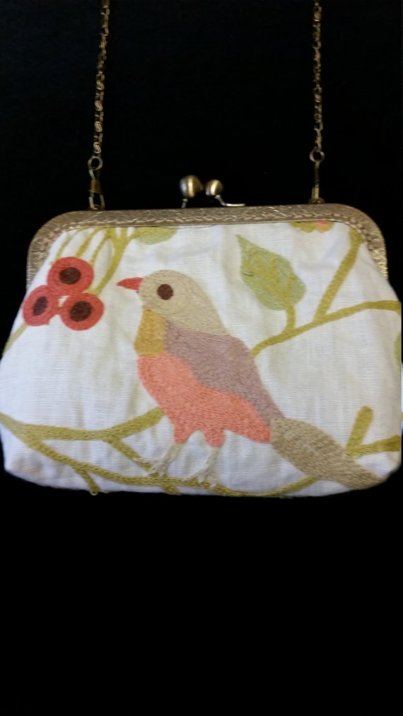 L501.  Small clutch bag with chain and embroidered bird design