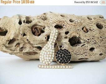 ON SALE Vintage Faux Pearls Bowling Pin 80417