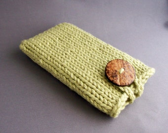 Sage Green Hand Knit Phone Case (iPhone 4/5/6/7, iPhone 6 and 7 PLUS) Samsung S3/S4/s5/s6/s7 models) with Natural Coconut Button
