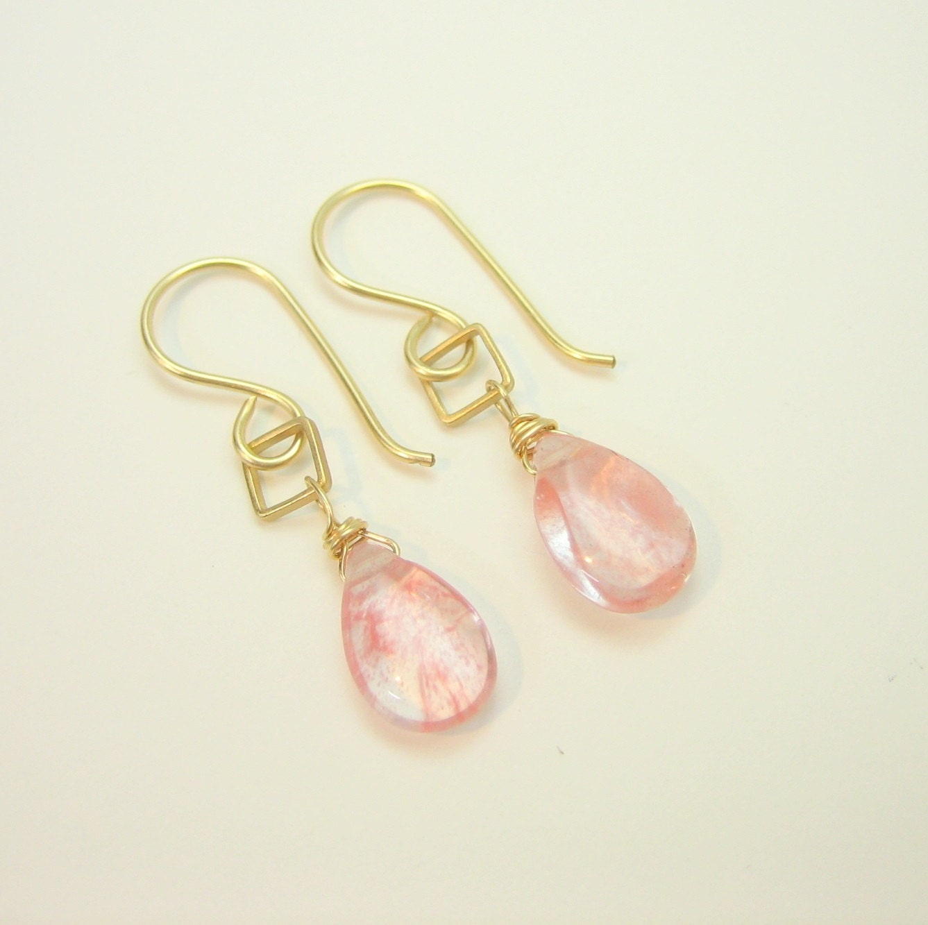 Hammered gold and pink quartz drop earrings, pink gemstone earrings, strawberry quartz, misty metal, gift for her, bridesmaid earrings