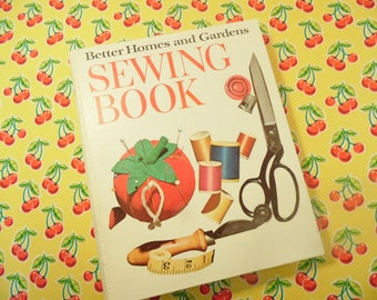 Better Homes And Gardens Sewing Book - 5 Ring Binder - Copyright 1970