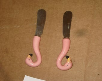 Five & Dime Pink Flamingo-shaped Butter Knives   lot of 2   [6550bt]