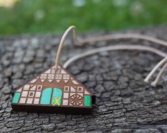 German farmhouse - key ring pendant, green