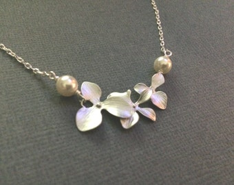 Creeping Orchid  Necklace with Pearl