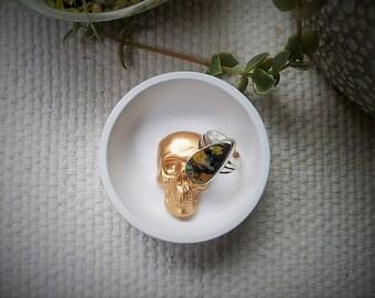 Small skull ring dish, Skull jewelry dish, Skeleton ring dish, simple ring dish