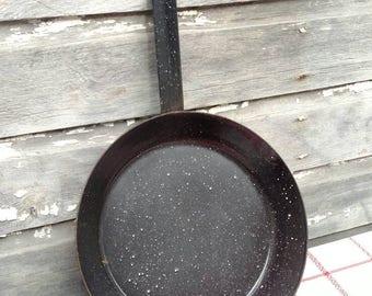 Vintage Graniteware Enamelware Splatterware Skillet Frying Pan, Dark Gray With White Speckles, Farmhouse Country Shabby Rustic Large 12 Inch