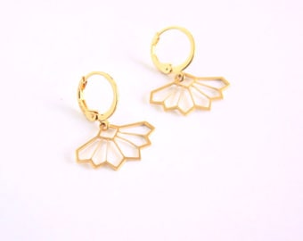 Honeycomb earrings, gold-plated.