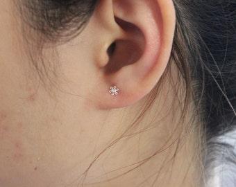 Tiny flower Stud Earrings in sterling silver, tiny stud earrings, Teeny Tiny Studs, Children jewelry, dainty earrings, minimalist jewelry