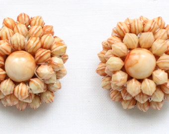 CE # 131 Vintage Miniature Sculptured Coral Bead Cluster Clip On Earrings Marked Hong Kong