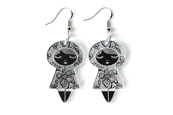 Doll earrings with lace pattern - graphic kokeshi earrings - cute matriochka jewelry - lasercut acrylic mirror - sterling silver hooks