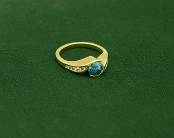 18k Gold Ring with Round Super Bright Natural Blue Zircon, wt 2.02 ct's.  10  Brilliant Diamonds  E-F Color Vs-Si Clarity, Total wt .36 ct's