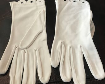 Vintage womens driving gloves.