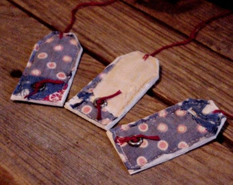 Americana Gift Tags, Tattered Old Patchwork Quilted Prim Feedsack Cutter Quilt Christmas Hang Tags, Tie Ons, Product Labels itsyourcountry