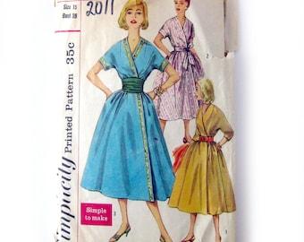 Wrap-Around House Dress Sewing Pattern / Fifties Wrap Dress with Cummerbund / Simplicity 2011 / Vintage Swing Pattern / Day Dress Pattern