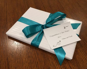 Gift wrapping service with note card