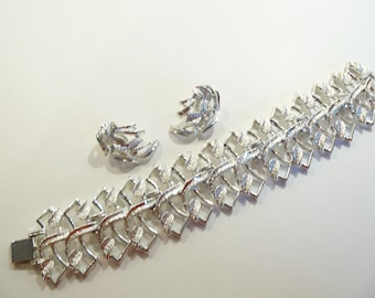 Lovely Vintage Chunky Silver Tone Bracelet & Matching Earrings