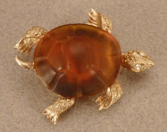 TURTLE BROOCH Jewelry vintage 1960s textured  Goldtone lucite shell app 1 3/8 by 1 1/2 in