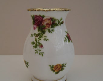 Royal Albert Old Country Roses small vase. First quality 1962