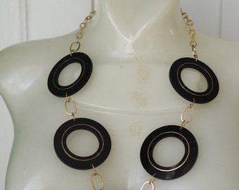 Fabulous Vintage 1960s Mod Necklace Round Plastic Disks on Gold Tone Chain
