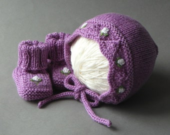 Light violet baby set knit hat and booties white roses baby girl set wool baby clothing MADE TO ORDER