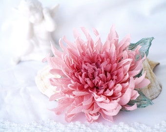 Pink flower brooch Floral broach Silk Chrysanthemum Corsage flower pin Gift for her Pastel pink hair piece Mother of bride, Gift for mother