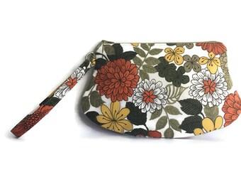 """Oh So Retro """"Edith"""" Wristlet Zipper Bag Purse in Vintage Earthy Florals"""