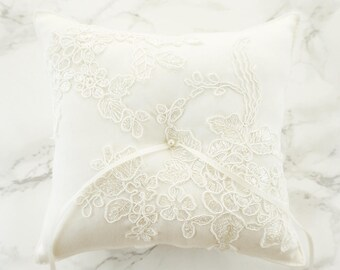 Wedding Ring Pillow / Ring Bearer Pillow / Ring Pillow with Alecon Lace / Rustic Ring Pillow / Off White Cotton Ring Bearer Pillow
