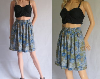 Blue floral shorts, high waisted, french retro vintage, pleated front, cotton, small, waist 26