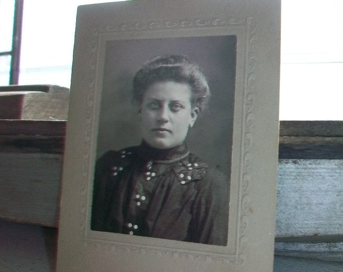 Antique Cabinet Card Photograph Victorian Woman 1800s 4.25 x 3