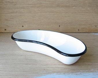 Enamelware dish, kidney shaped pan, hospital accessory, white enamel pan, kidney tray, laboratory dish, lab accessory