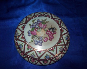 Victorian Lidded Pot Hand-decorated Design of Grapes & Plums
