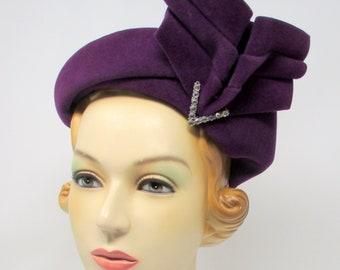 1920s Vintage  Art Deco Hat Flapper Cloche Hat Purple  Wool Felt With Big Bow and Rhinestones Avant Garde