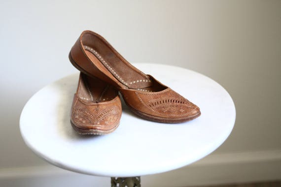 1970s leather slip ons // vintage leather shoes // 1970s slippers