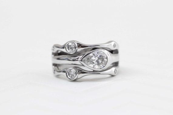Horizontal Bezel Set Pear Shape Diamond Ring, 14K Gold Bezel Setting, Pear Shape Ring, Multistone Ring, Horizontal Set Ring, Unique Ring