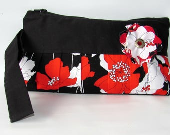 Wristlet Clutch, Handbag, Clutch Bag, Wristlet Bag, Women Zipped Purse, Cellphone Wristlet, Evening Clutch, Wristlet Wallet, Poppy Lane Red