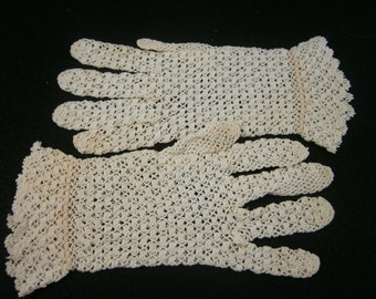 Victorian Hand Crochet Gloves / Vintage Lace Gloves / Wedding Gloves / Ivory Cotton Fish Net Gloves / Edwardian Era Gloves / 1920's, 1930's