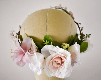Blush flower crown. Blush floral crown. Blush wedding flowers. Blush pink flower crown. Vintage silk bridal flowers. Wedding headpiece.