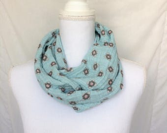 Companion Cube Scarf - Gamer Gift - Video Game Scarf