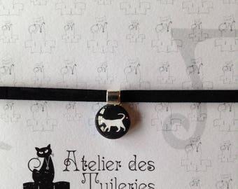 Round pendant, cat pattern velvet Choker