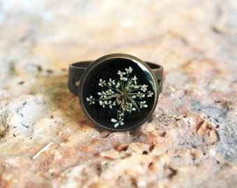 Resin Ring with Real White Flower - Real Flower Jewelry - Floral Ring - Anne's Lace Pressed Flower - Nature Jewelry - Botanical Ring -