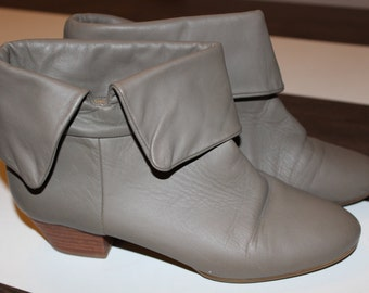 vintage 9 west fold over ankle boots adorable grey ankle booties stacked heel pirate boots w 7 1/2