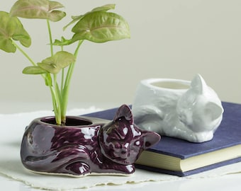 Modern planter, Eggplant purple Kitty planter, succulent planter, ceramic cat animal planter, Pottery, Minimalist Planter, Rustic Planter